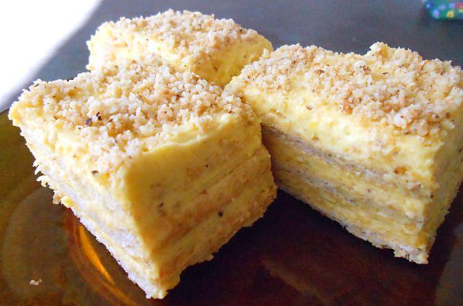 Za posnu tortu sa lešnikom potrebno je: 150 gr margarina, 120 gr šećera, 12 kašika brašna, pola praška za pecivo, 2 šoljice kisele vode, 2 pudinga od vanile, 700 ml vode, 1 margarin, 200 gr šečera u prahu, 300 gr mlevenih lešnika, šlag po ukusu.