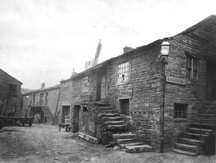 Swan Yard, Kirkgate, Huddersfield, 1910 Irish Immigrants were housed here in the 1800s.