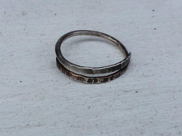Silber Ring.Gehämmert Silber Ring.Daumen Ring.Golden Ring.Geschenke für sie. Silber Ring mit Muster.Verstellbar Ring.spiral Silber Ring von Designvonmerrill auf Etsy