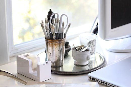 Chic white deskDesks Style, Offices Style, Blank Cubicles, Offices Job, Blog Post, Living Simply, Offices Accessories, Cubicles Decor, Desks Accessories
