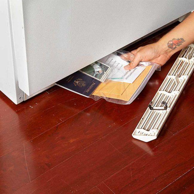 Cuando se trata de la seguridad siempre es mejor ser precavido, te contamos dónde puedes guardar tu dinero en casa para evitar robos.