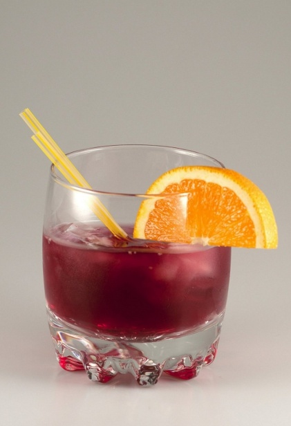 NEGRONI - This short drink was first mixed in the 1920s at Casoni bar in Florence. It is an elegant and popular apero throughout Italy.
