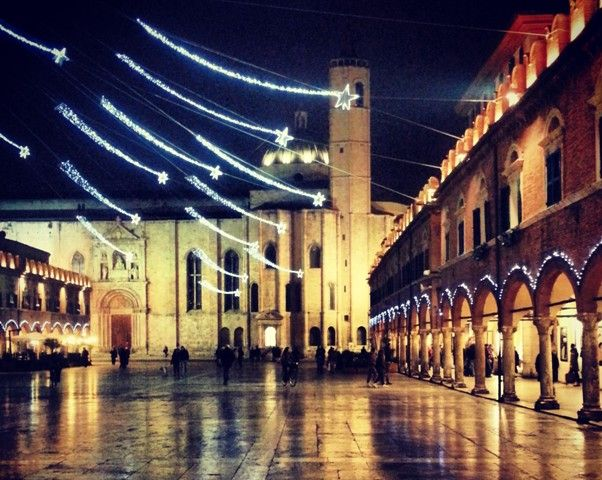 Visit Ascoli Piceno - Piazza del Popolo at Christmas