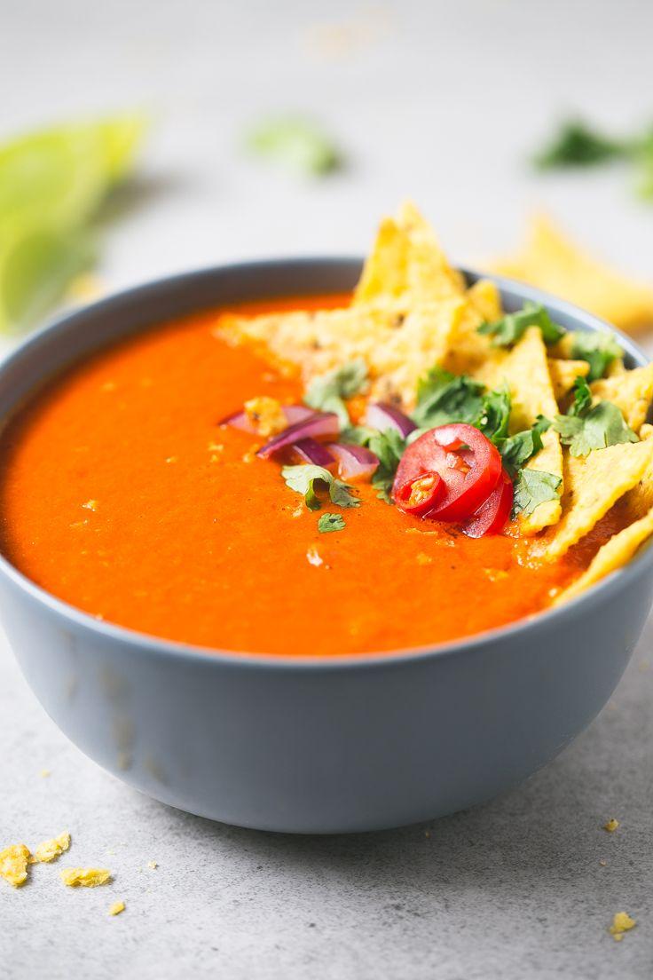 Sopa de tomate picante, una receta fácil, ideal para esos días que no quieres complicarte la vida pero te apetece algo calentito y reconfortante.