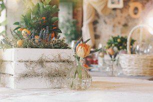 Деревянные ящики в декоре стола