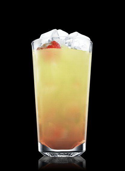 Absolut Strawberry Mojito - Macerar folha de hortelã, morango e xarope simples em um copo alto. Encher com cubos de gelo. Adicionar suco de lima-da-pérsia e Absolut Vodka. Decorar com um morango. 2 Partes de Absolut Vodka, 1 Parte de Xarope simples, 1 Parte de Suco de lima-da-pérsia, 5 Folhas de Folha de hortelã, 1 Morango Inteiro
