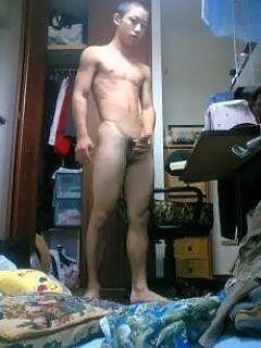 スリ筋坊主の全裸部屋撮り 拾い画