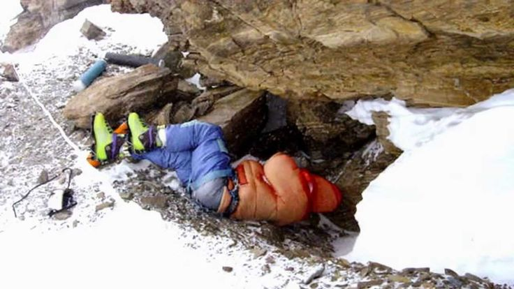 Dead bodies on Mount Everest since years. - YouTube