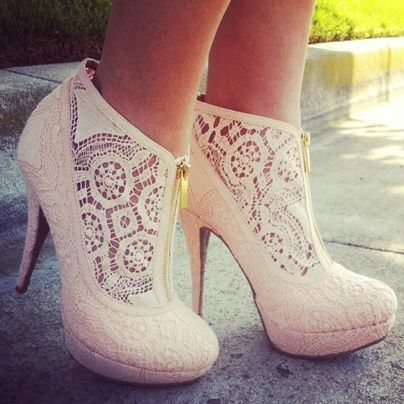 THESE ARE ADORABLE!!!!!!!! It would be even better if they were black