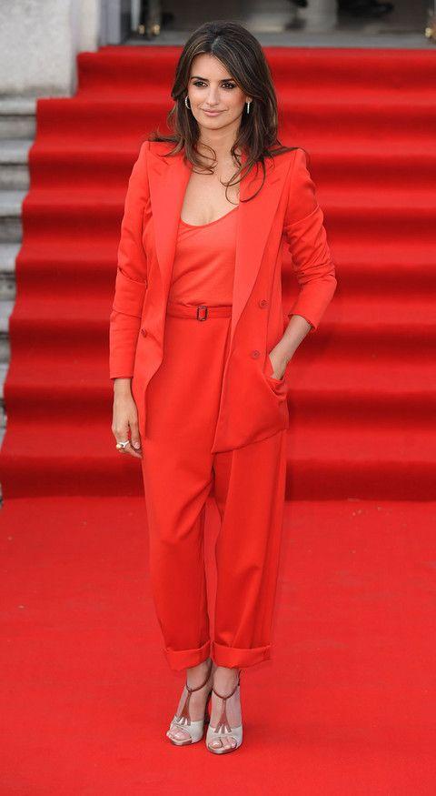 penelope cruiz, red suit