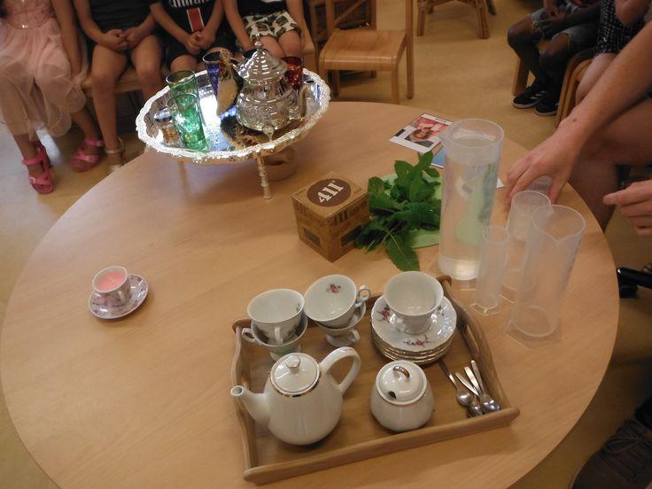 woordenschat heet en koud  hete thee drinken in maatbekers steeds een beetje koud water erbij  heet, warm, lauw, koud