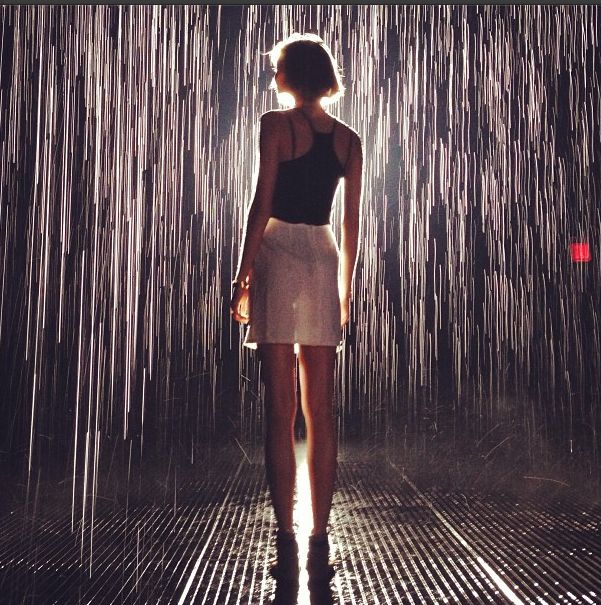 Karlie Kloss in the rain of fame!! Love this pic.