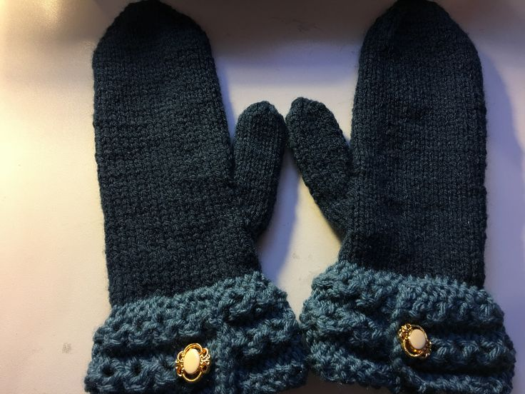 Ice berry mitts with Crossing Paths cuff. Mary Maxim Starlette yarn. (12/17)