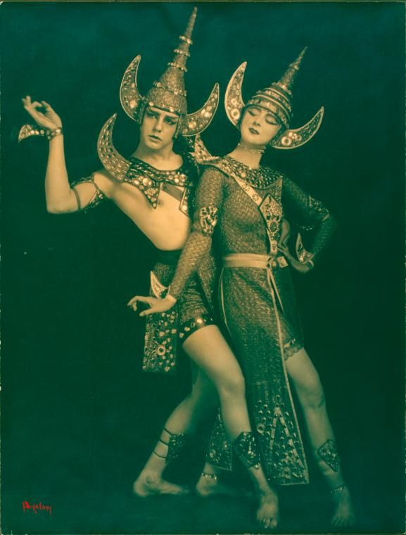 realityayslum:    Lou Goodale Bigelow - Ruth St. Denis and Ted Shawn in The Abduction of Sita, 1918.