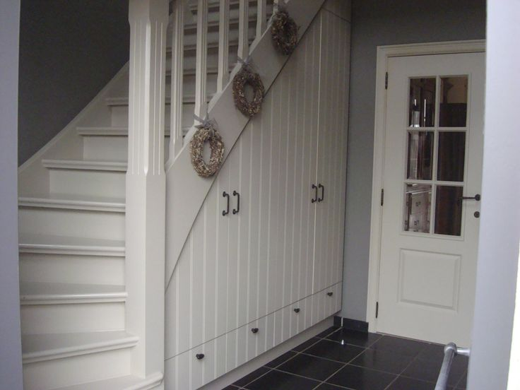 20 beste idee n over kast onder de trap op pinterest - Idee kast onder helling ...
