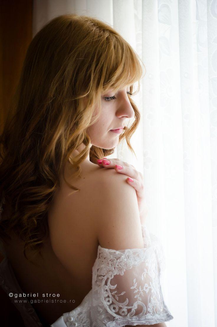 Portret de mireasa de la http://gabrielstroe.ro/ Lumina si un pic de feminitate. #wedding #portrait #bride #glamour
