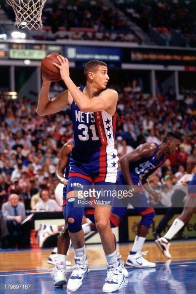 Fotografia de notícias : Sam Bowie of the New Jersey Nets rebounds against...