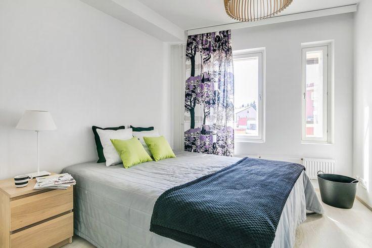 Rauhallinen ja valoisa makuuhuone, joka houkuttelee lepäämään