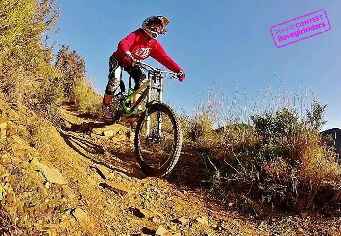 Barcelona by winter - Rider: Veronica Malangone - Photo: Mark Vazquez | VOTE » www.ilovegirlriders.com/en/photo-contest-spring - #ilovegirlriders #iamagirlrider #ilgr #girlriders #photocontest #photo #contest #mtb #cycling #downhill #road #bmx