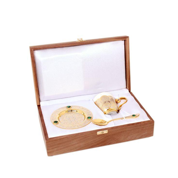 Чашка, ложка, блюдце (фарфор, кабошоны) Цена: 42 800 руб.