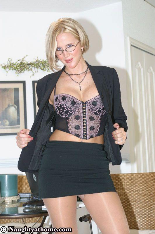 Desirae Spencer  Beautiful Gorgeous Sexy Women Nel 2019  Mini Skirts, Sexy Outfits E -3964
