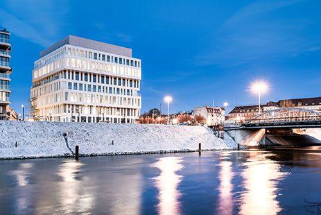 Dubois 41, à Wroclaw (PL). MOA : #Nacarat - Architecte : Macków Pracownia Projektowa - Photographe : Zajaczkowski Photography