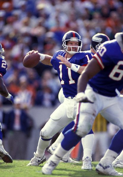 New York Giants QB Phil Simms set a SB record for completion percentage after hitting 22 of 25 pass attempts as he guided the New Yorkers to a 39-20 shellacking of the badly overmatched Denver Broncos in Super Bowl XXI.