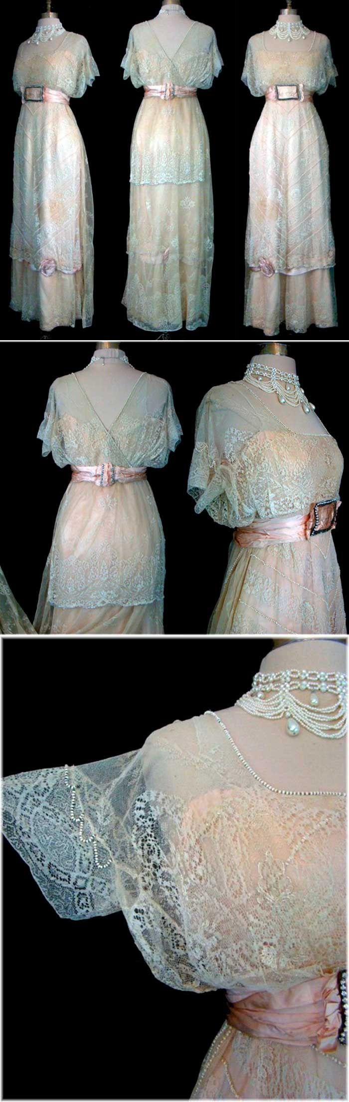 Vestido en mezcla de texturas, visto en detalle.