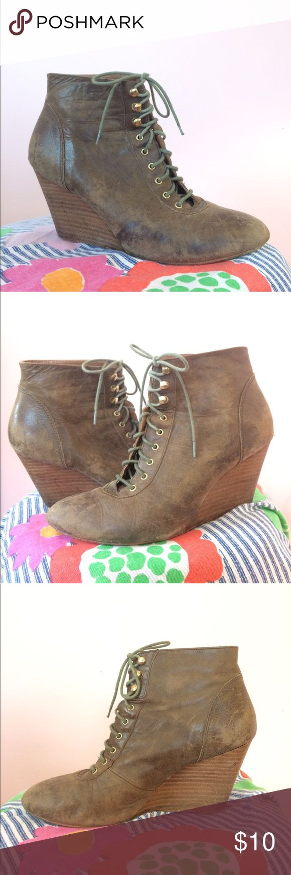 Steve Madden Leather Lace-Up Wedge Booties 8.5 These vintage-inspired earth green Steve Madden Wedge Boots are great with dresses or jeans, any season. Gently worn. Steve Madden Shoes Ankle Boots & Booties