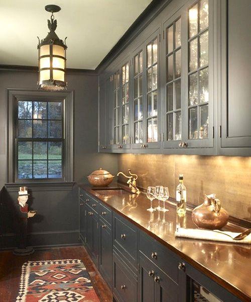 Encimera de cobre en cocina colonial •  Copper countertop