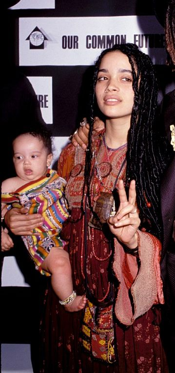 Resized picture of Lenny Kravitz with then wife Lisa Bonet and daughter Zoe, 1989 (Photo by Vinnie Zuffante/Getty Images)