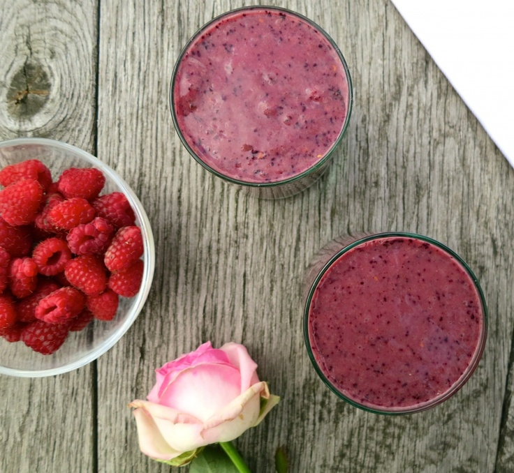 Cinnamon, date & blueberry smoothie: dairy free
