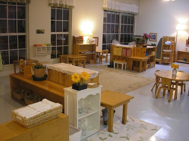 """Salón de Iniciales (Austin Montessori School)  """"toddler room"""""""
