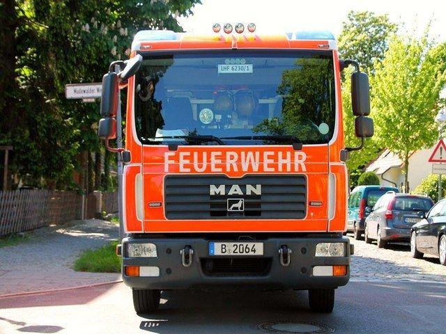 Lauter Knall Container Brannte Brandstiftung Feuerwehr Hamburg Flughafen Frankfurt