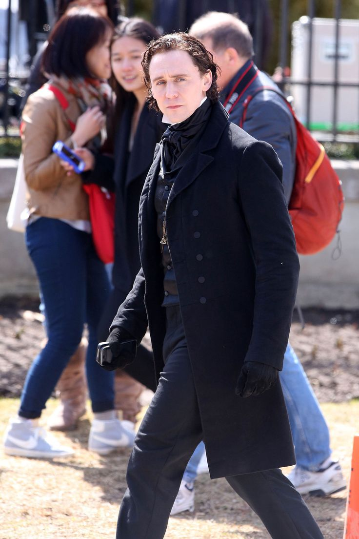 Tom Hiddleston films scenes for the new horror movie 'Crimson Peak' in Toronto on April 17, 2014 [HQ]
