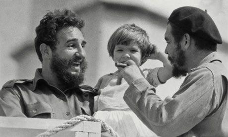 Fidel Castro, Che Guevara et la petite Aleida March, fille du Che