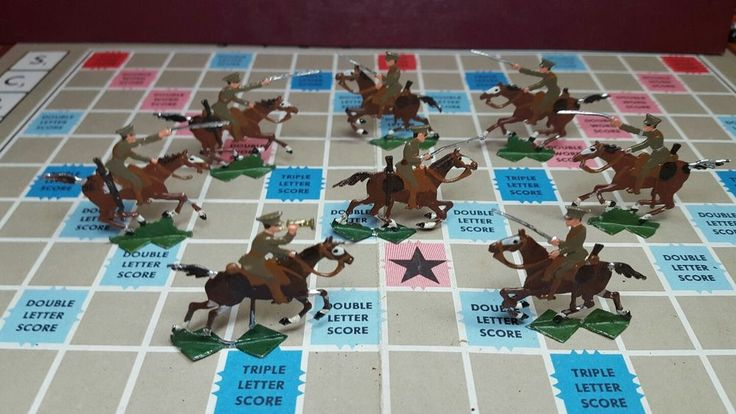 8 Rare Vintage Ernst Heinrichsen Flat Lead Soldiers/Horses with an old box