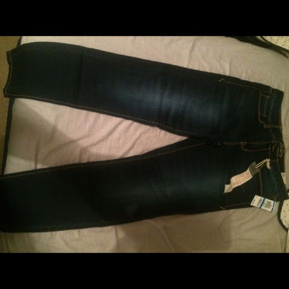 American Rag jeans Brand new with tags American Rag jeans size 9s ... I'm 5'6 and they fit nice on me . American Rag Jeans Skinny