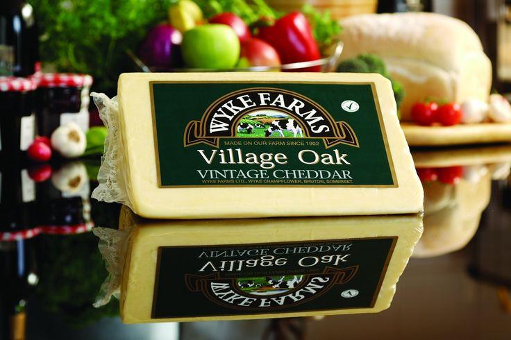 Cheddar village oak. Pristen angleški čedar.