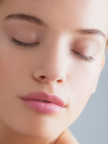 """Schöne Haut ohne Make-up! Wir zeigen dir, wie du den """"natural Glow"""" auf deine Haut zauberst und auch ungeschminkt toll aussiehst."""