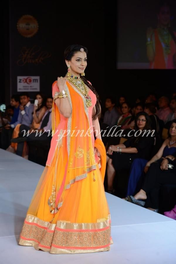 Juhi Chawla walks for Riddhi-Siddhi at The Style Walk