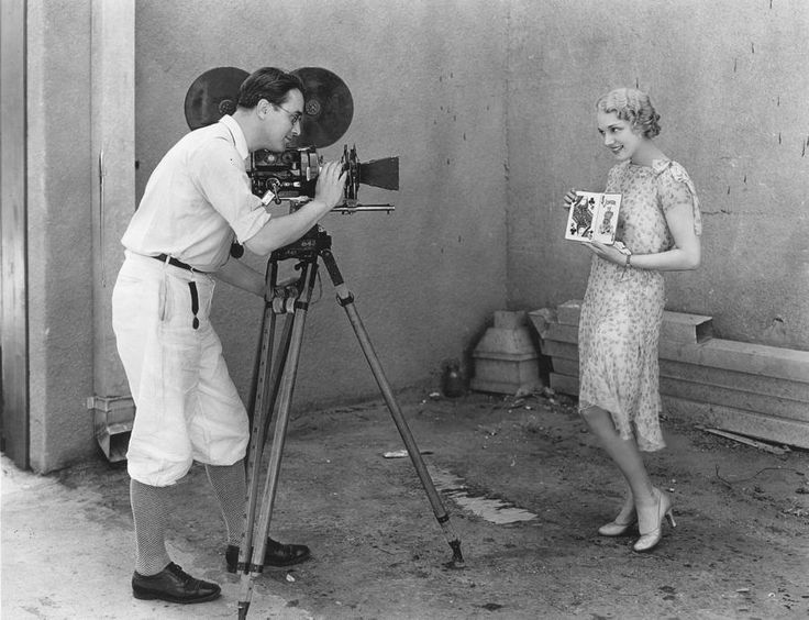 Photograph Movie Pinterest: Movie-camera-1920s-granger.jpg 900×690 Pixels