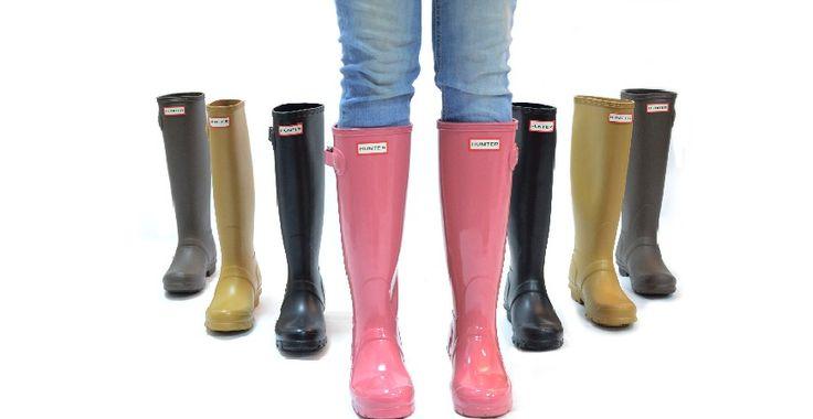Aquí os incluimos las claves para vestir bien y con estilo los días de lluvia este otoño. Para los días que llueva, combina tu chubasquero con unas botas de agua
