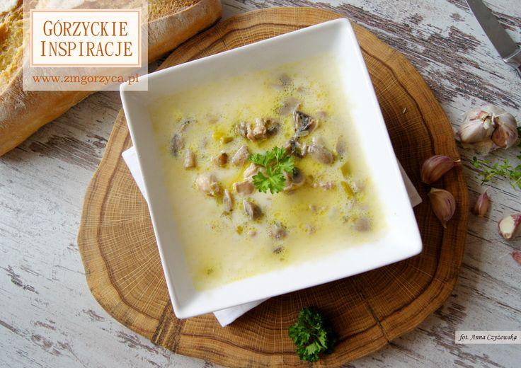 Czasem niewiele wystarczy nam do szczęścia. Błyskawiczna w przygotowaniu, wyśmienita w smaku… po prostu zupa pieczarkowa. Podajcie ją z chrupiącymi czosnkowymi grzankami http://www.zmgorzyca.pl/index.php/pl/kulinarny/zupy/380-pieczarkowa-z-kurkuma-7