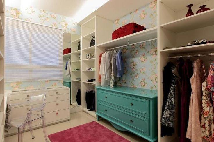 Closet com Papel de Parede Florido #closet #quarto #decoração #projeto #design
