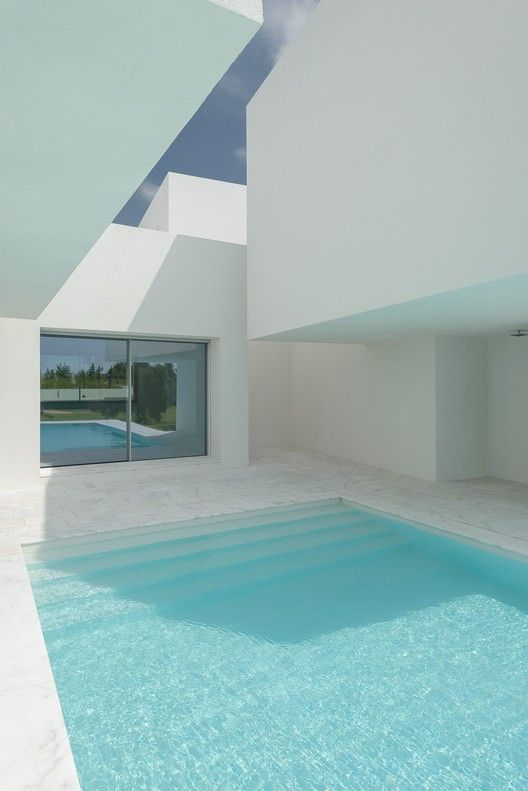 Gallery of Between Two White Walls / Corpo Atelier – 17