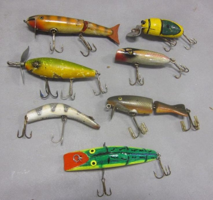 VINTAGE WOODEN FISHING LURES JOINTED WELLER PAW-PAW KAUTZY ETC