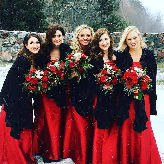 Schöne rote, Schwarzweiss-Winter-Hochzeits-Farbideen – ColorsBridesmaid   – Chubby's Christmas Wedding