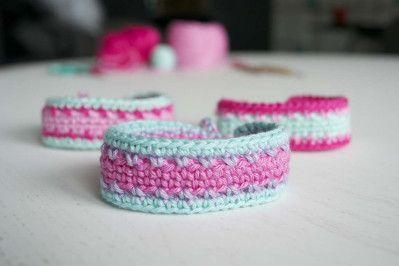 Gehaakte armbandjes heb je nooooit genoeg ;-) http://www.freubelweb.nl/freubel-zelf/zelf-maken-met-haakkatoen-702/
