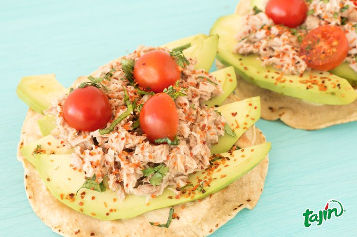 Dry toast, with avocado, tomato, tuna, coriander and Tajín